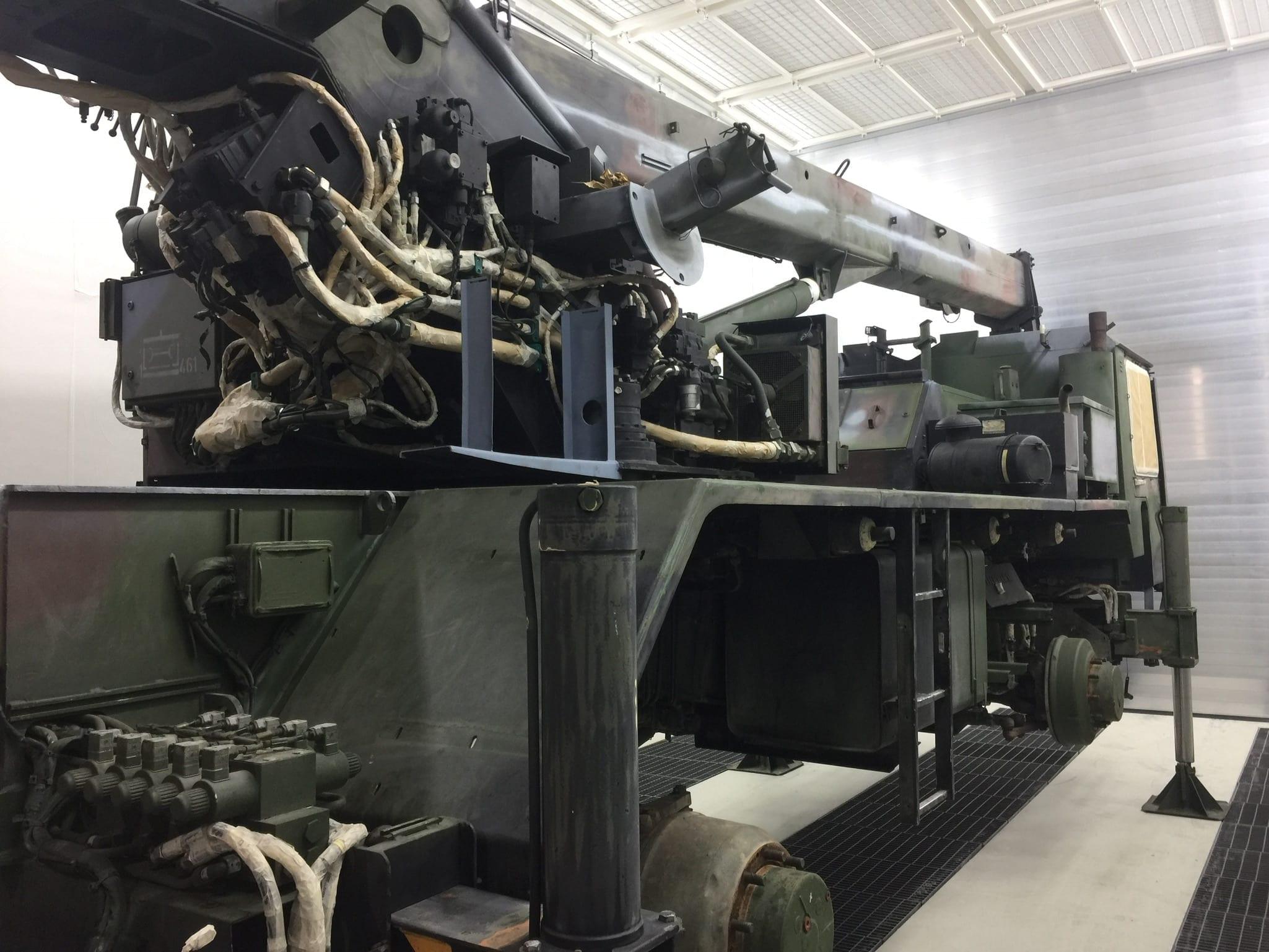 IMG 2543 - Bundeswehr - Lackieren eines Kranwagens