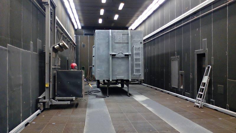 container in der strahlhalle - Sandstrahlen von Presscontainern, Silos, Wechselbrücken und Stahlbauteilen